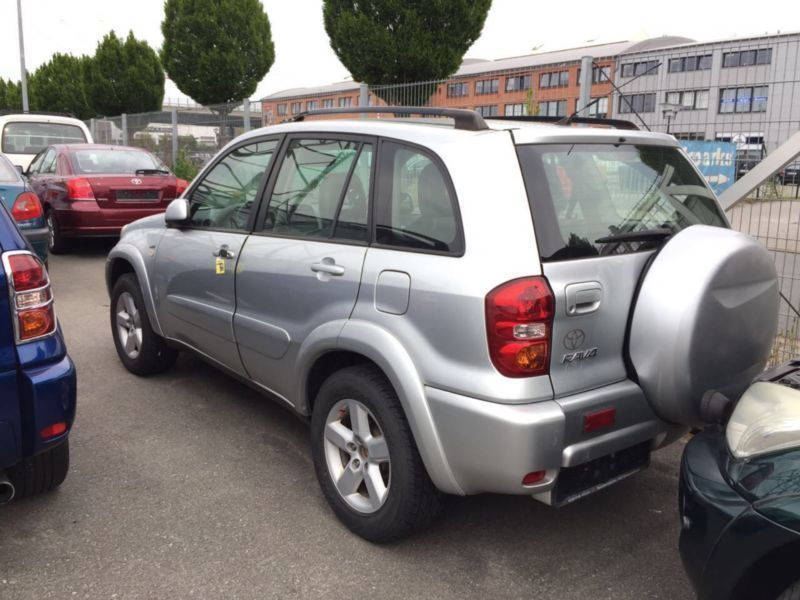 verkauft toyota rav4 4x4 gebraucht 2004 km in woltmershausen. Black Bedroom Furniture Sets. Home Design Ideas