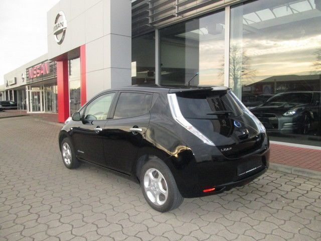 leaf gebrauchte nissan leaf kaufen 173 g nstige autos zum verkauf. Black Bedroom Furniture Sets. Home Design Ideas