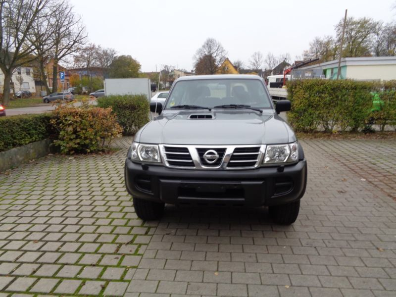 verkauft nissan patrol gr 3 0 di gebraucht 2003 km in hochheim. Black Bedroom Furniture Sets. Home Design Ideas