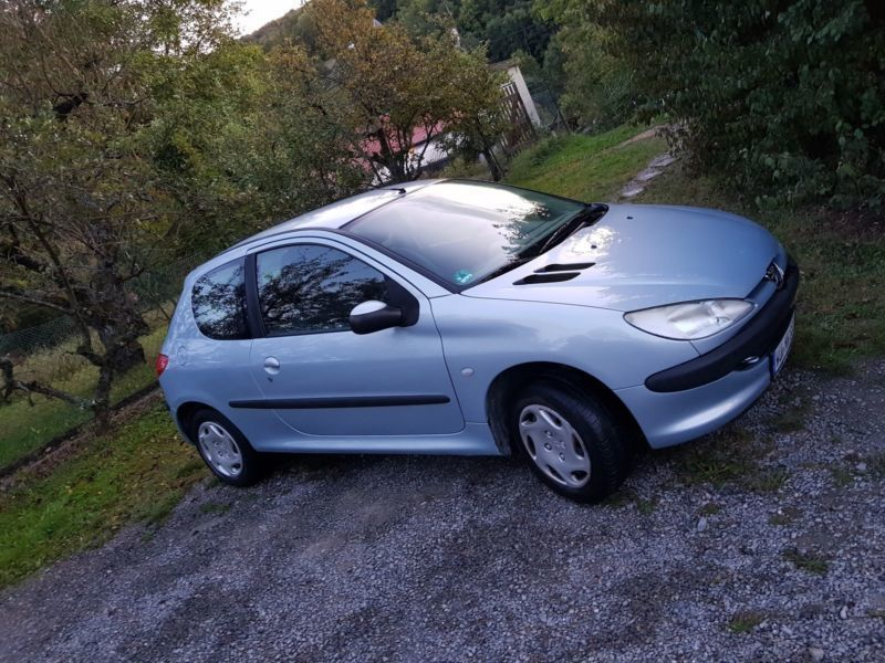 verkauft peugeot 206 gebraucht 2003 km in w rzburg. Black Bedroom Furniture Sets. Home Design Ideas