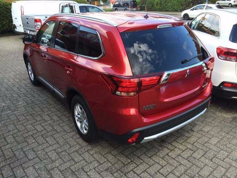 verkauft mitsubishi outlander 2 0 2wd gebraucht 2017 km in solingen. Black Bedroom Furniture Sets. Home Design Ideas