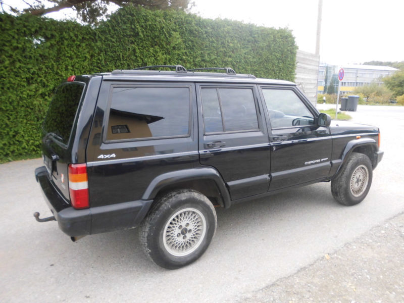 verkauft jeep cherokee 2 5 crd limited gebraucht 2001 km in kirn. Black Bedroom Furniture Sets. Home Design Ideas