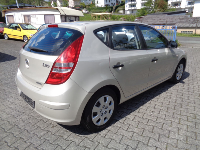 verkauft hyundai i30 1 6 crdi automatik gebraucht 2008 km in kelkheim. Black Bedroom Furniture Sets. Home Design Ideas