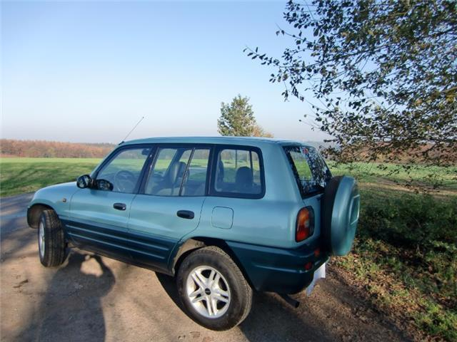 verkauft toyota rav4 2 0 4x4 alufelgen gebraucht 1997 km in kassel. Black Bedroom Furniture Sets. Home Design Ideas