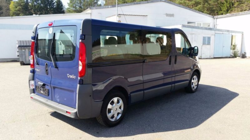 gebraucht 2 5 dci passenger l1h1 2 schiebet ren renault trafic 2008 km in. Black Bedroom Furniture Sets. Home Design Ideas