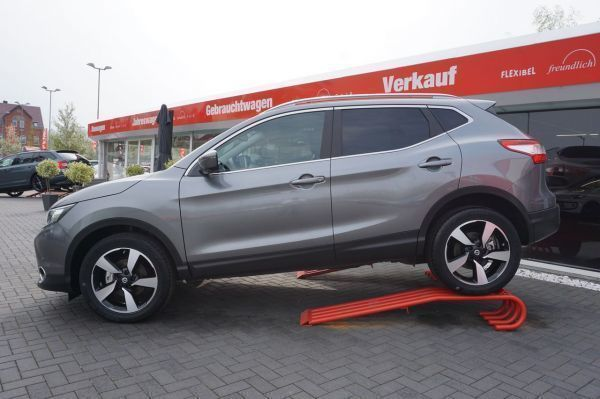 verkauft nissan qashqai 1 6 dig t n co gebraucht 2016 km in dresden. Black Bedroom Furniture Sets. Home Design Ideas