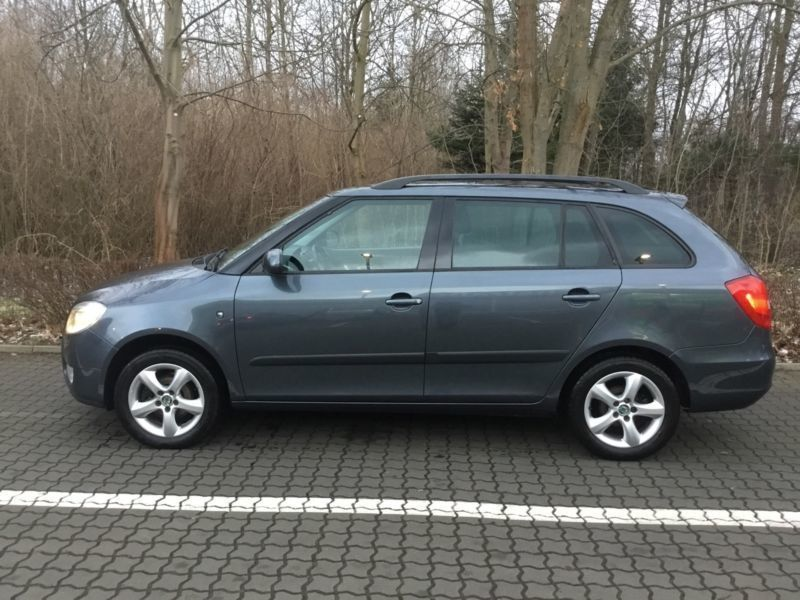verkauft skoda fabia 1 6 16v combi aut gebraucht 2009 km in elmenhorst. Black Bedroom Furniture Sets. Home Design Ideas