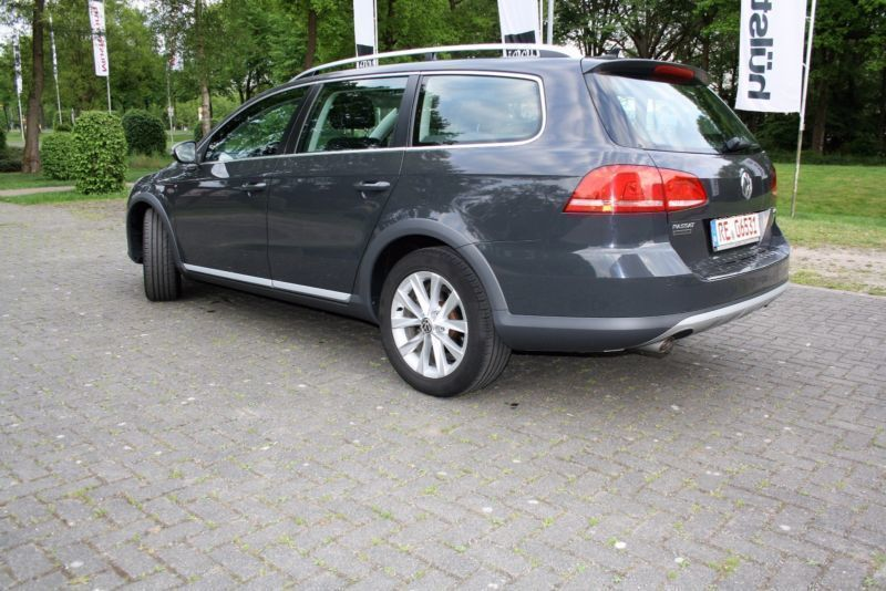 verkauft vw passat alltrack bl mot 4m gebraucht 2012. Black Bedroom Furniture Sets. Home Design Ideas