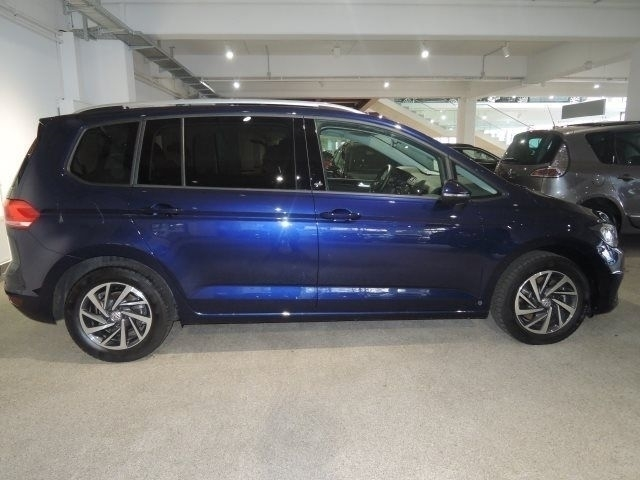 verkauft vw touran sound 2 0 tdi dsg 7 gebraucht 2017 km in kiel. Black Bedroom Furniture Sets. Home Design Ideas