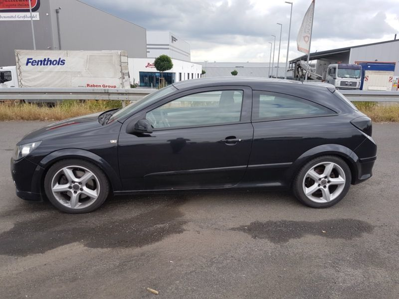 gebraucht gtc 1 9 cdti dpf opel astra gtc 2005 km in lauf. Black Bedroom Furniture Sets. Home Design Ideas