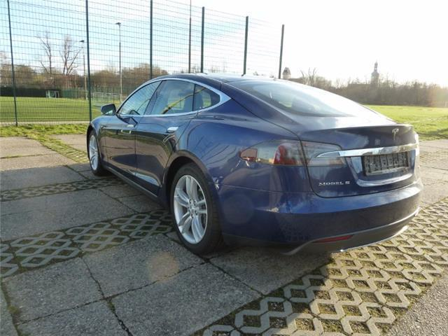 verkauft tesla model s gebraucht 2015 km in erfurt. Black Bedroom Furniture Sets. Home Design Ideas