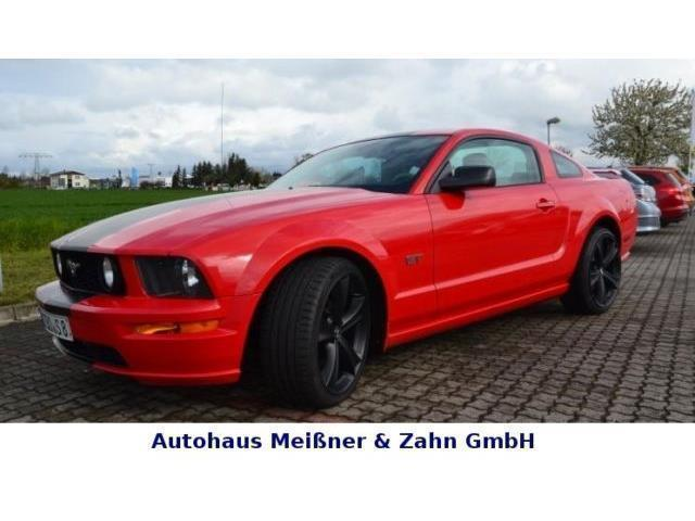 verkauft ford mustang gt gt v8 gebraucht 2005 km. Black Bedroom Furniture Sets. Home Design Ideas