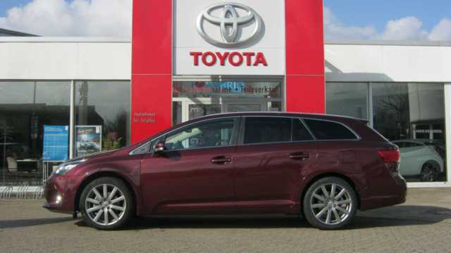 verkauft toyota avensis combi 1 8 mult gebraucht 2013 km in braunschweig. Black Bedroom Furniture Sets. Home Design Ideas