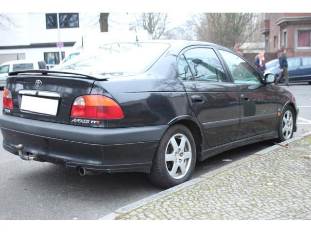 verkauft toyota avensis limousin gebraucht 2002 km in berlin. Black Bedroom Furniture Sets. Home Design Ideas