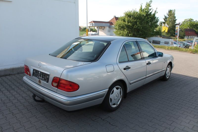 verkauft mercedes e200 e klasse lim au gebraucht 1996 km in marnheim. Black Bedroom Furniture Sets. Home Design Ideas