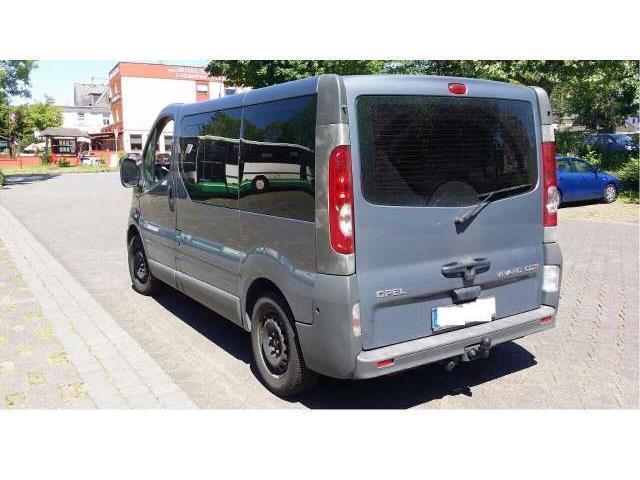 Verkauft Opel Vivaro 2 0 Cdti 9 Sitzer Gebraucht 2010 300 000 Km