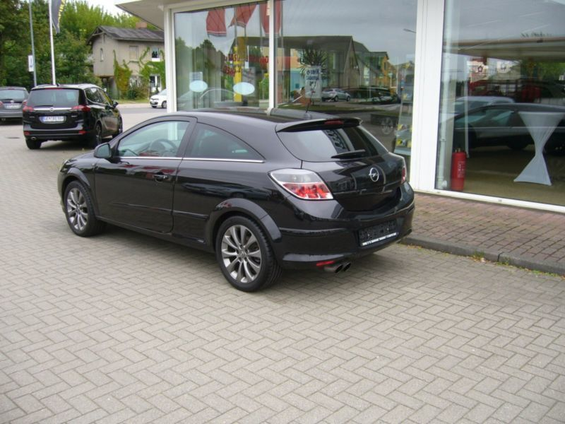 verkauft opel astra gtc gtc black wh gebraucht 2010 km in kupferberg. Black Bedroom Furniture Sets. Home Design Ideas