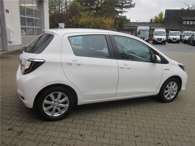 verkauft toyota yaris hybrid 1 5 vvt i gebraucht 2012 km in hamburg. Black Bedroom Furniture Sets. Home Design Ideas