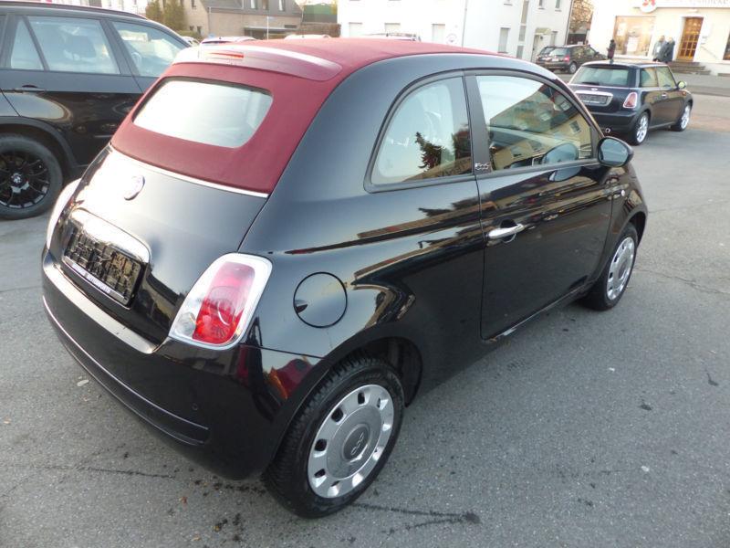 Fiat 500 schwarz mit rotem dach