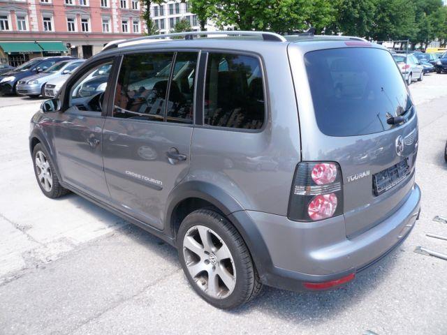 verkauft vw touran cross 2 0 tdi autom gebraucht 2009 km in m nchen. Black Bedroom Furniture Sets. Home Design Ideas