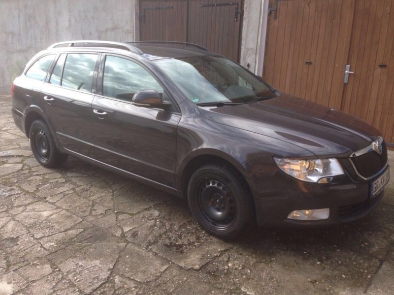 verkauft skoda superb combi 2 0 tdi gebraucht 2010 km in schildau. Black Bedroom Furniture Sets. Home Design Ideas