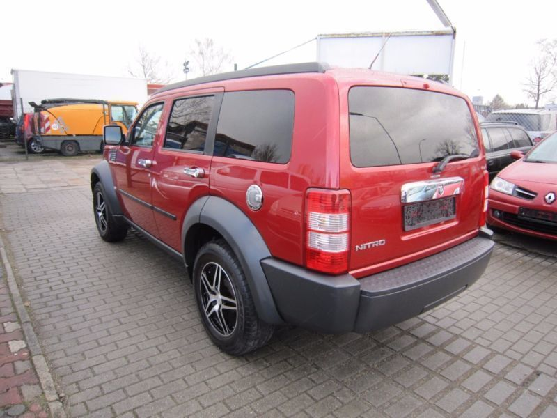 verkauft dodge nitro 2 8 crd dpf se 2wd gebraucht 2008 km in berlin. Black Bedroom Furniture Sets. Home Design Ideas