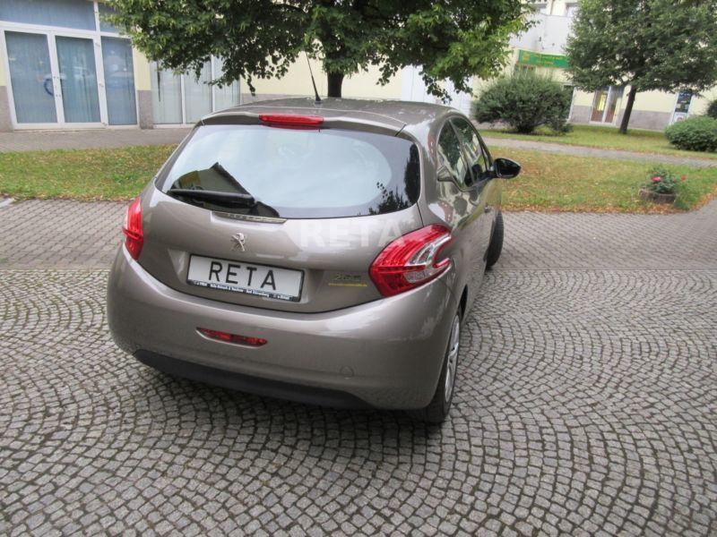 gebraucht 95 vti active peugeot 208 2012 km in oberhausen. Black Bedroom Furniture Sets. Home Design Ideas