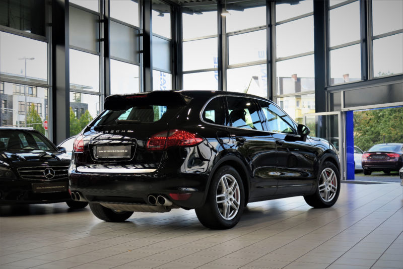 264 gebrauchte porsche cayenne turbo porsche cayenne. Black Bedroom Furniture Sets. Home Design Ideas