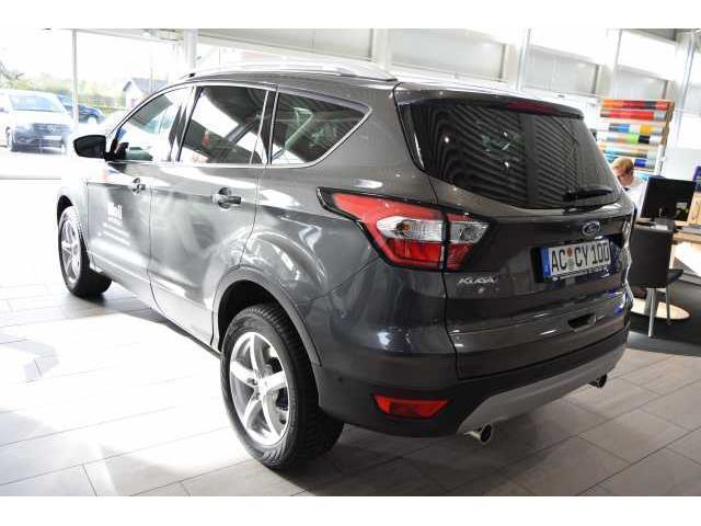 gebraucht 2 0 tdci 4x4 automatik titanium navi xenon ford kuga 2016 km in nordhausen. Black Bedroom Furniture Sets. Home Design Ideas