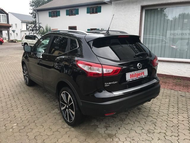 verkauft nissan qashqai tekna 4x4 1 6d gebraucht 2014 km in treuchtlingen wet. Black Bedroom Furniture Sets. Home Design Ideas