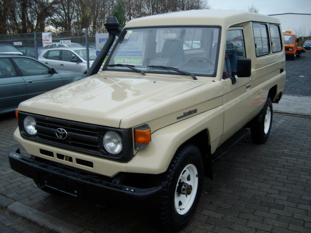 verkauft toyota land cruiser hzj 75 kl gebraucht 1996 km in hanau. Black Bedroom Furniture Sets. Home Design Ideas