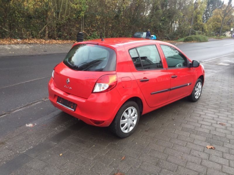 450 gebrauchte renault clio iii renault clio iii gebrauchtwagen. Black Bedroom Furniture Sets. Home Design Ideas