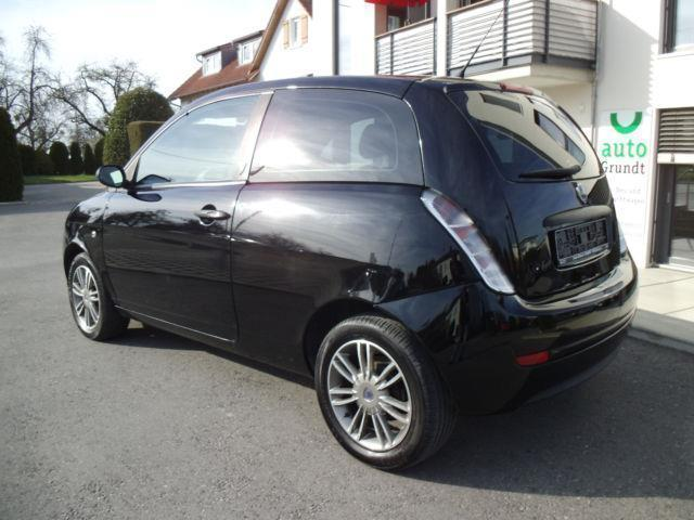 verkauft lancia ypsilon 1 2 argento gebraucht 2010 km in gr nkraut. Black Bedroom Furniture Sets. Home Design Ideas
