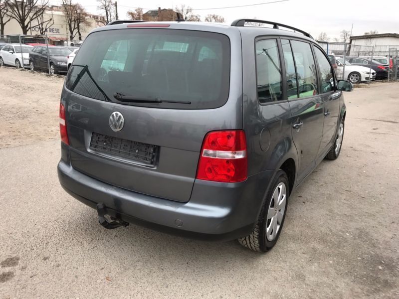 verkauft vw touran trendline gebraucht 2004 km in berlin. Black Bedroom Furniture Sets. Home Design Ideas