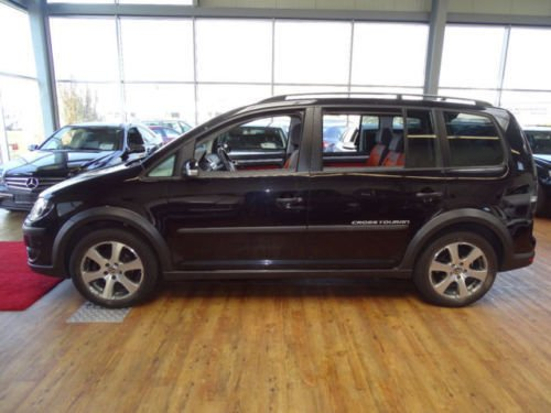 gebraucht 2 0 tdi dpf dsg vw touran cross 2009 km in gachenbach. Black Bedroom Furniture Sets. Home Design Ideas