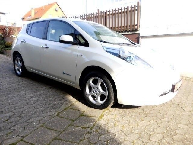 verkauft nissan leaf visia inkl solar gebraucht 2013. Black Bedroom Furniture Sets. Home Design Ideas