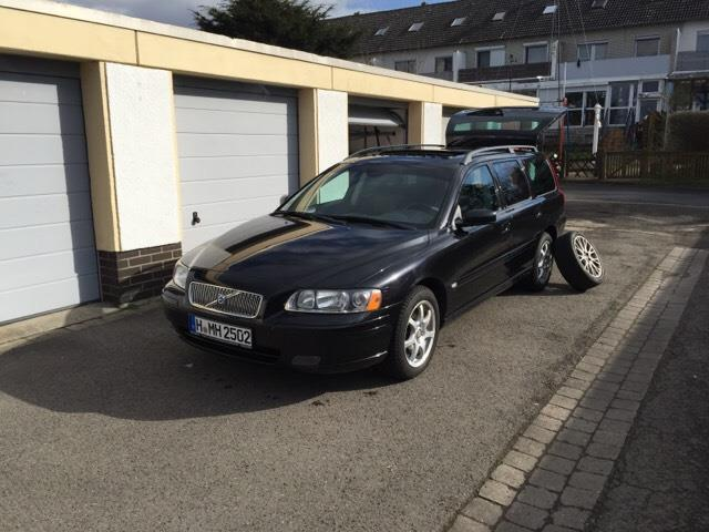 verkauft volvo v70 d5 momentum gebraucht 2004 km. Black Bedroom Furniture Sets. Home Design Ideas
