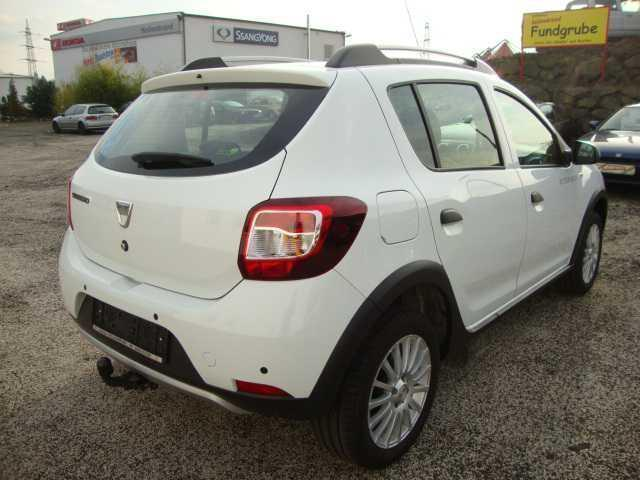 gebraucht stepway tce 90 prestige dacia sandero 2014 km in oelsnitz. Black Bedroom Furniture Sets. Home Design Ideas
