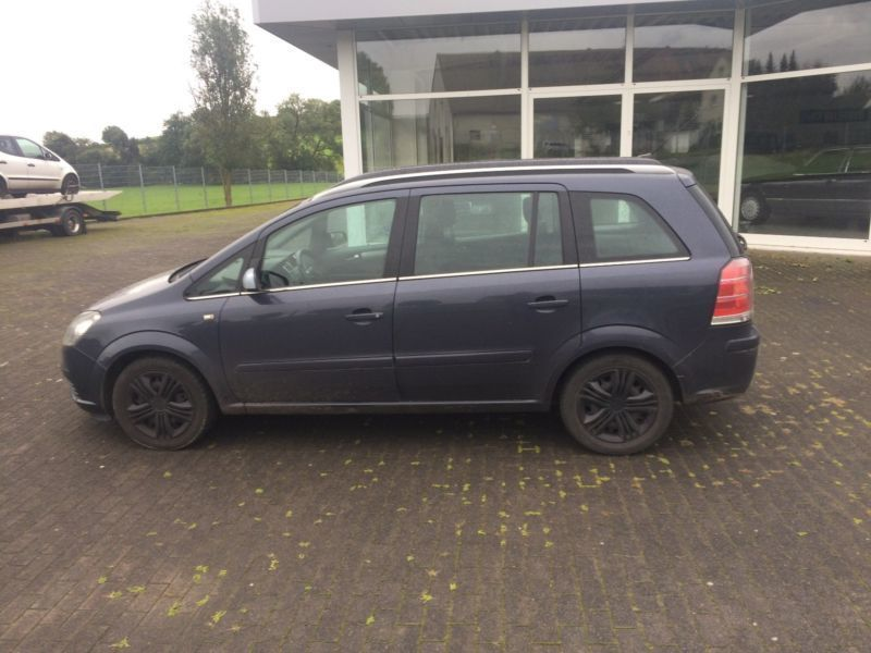 verkauft opel zafira 2 2 sport gebraucht 2006 km in bad driburg. Black Bedroom Furniture Sets. Home Design Ideas