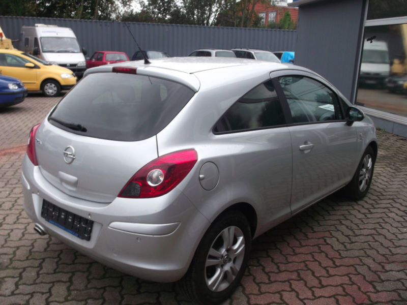 verkauft opel corsa 1 4 16v automatik gebraucht 2011 km in hamburg. Black Bedroom Furniture Sets. Home Design Ideas