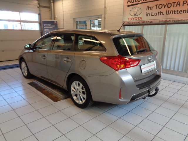 verkauft toyota auris 1 6 touring spor gebraucht 2013 km in wittenberg. Black Bedroom Furniture Sets. Home Design Ideas
