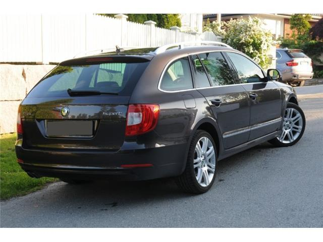 verkauft skoda superb kombi 1 6 tdi gr gebraucht 2011 km in gronau. Black Bedroom Furniture Sets. Home Design Ideas
