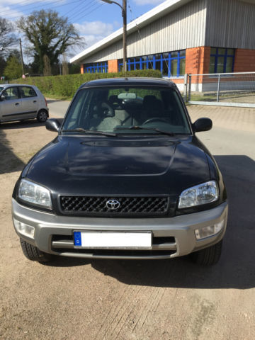 verkauft toyota rav4 gebraucht 2000 km in bochum. Black Bedroom Furniture Sets. Home Design Ideas