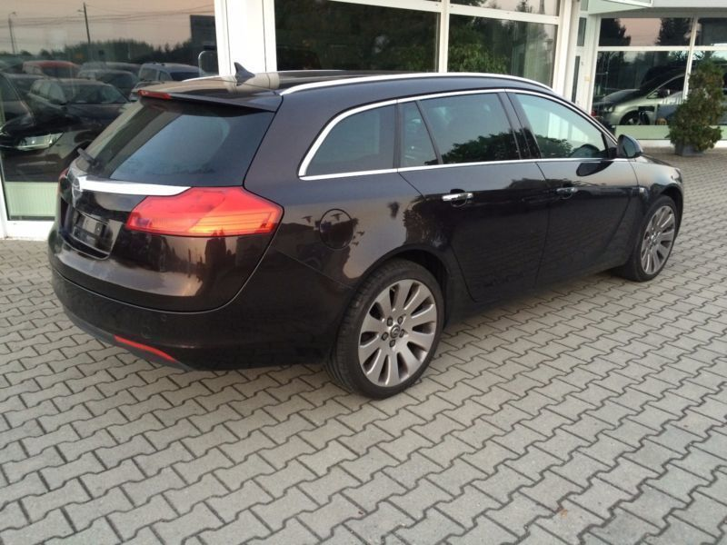 gebraucht innovation 4x4 118kw opel insignia sports tourer 2010 km in. Black Bedroom Furniture Sets. Home Design Ideas