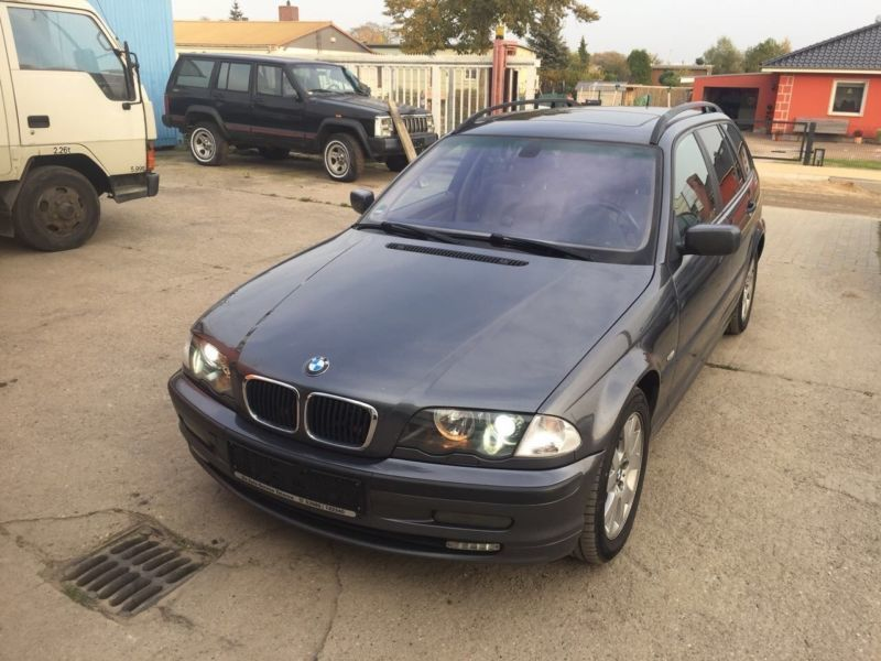 verkauft bmw 320 d touring gebraucht 2001 km in tessin. Black Bedroom Furniture Sets. Home Design Ideas