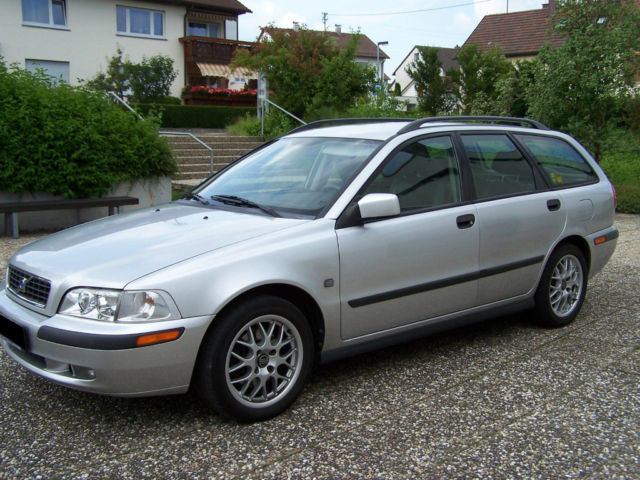 verkauft volvo v40 1 6 classic limited gebraucht 2003 km in herrenberg. Black Bedroom Furniture Sets. Home Design Ideas