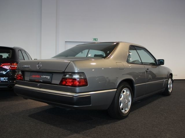 verkauft mercedes 230 ce sportline w12 gebraucht 1988 km in berlin. Black Bedroom Furniture Sets. Home Design Ideas