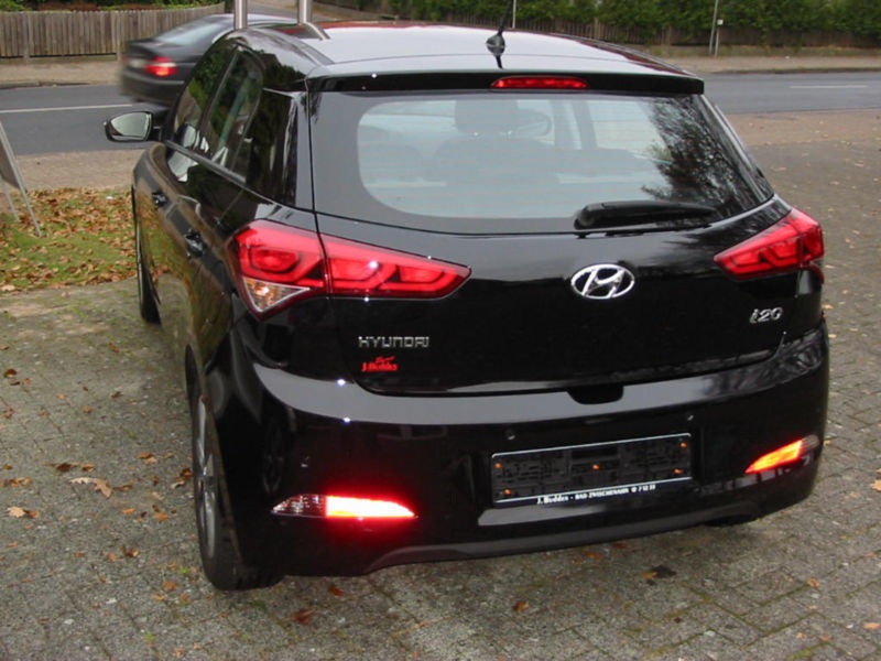 verkauft hyundai i20 1 2 black line 5 gebraucht 2015 50 km in hamburg. Black Bedroom Furniture Sets. Home Design Ideas