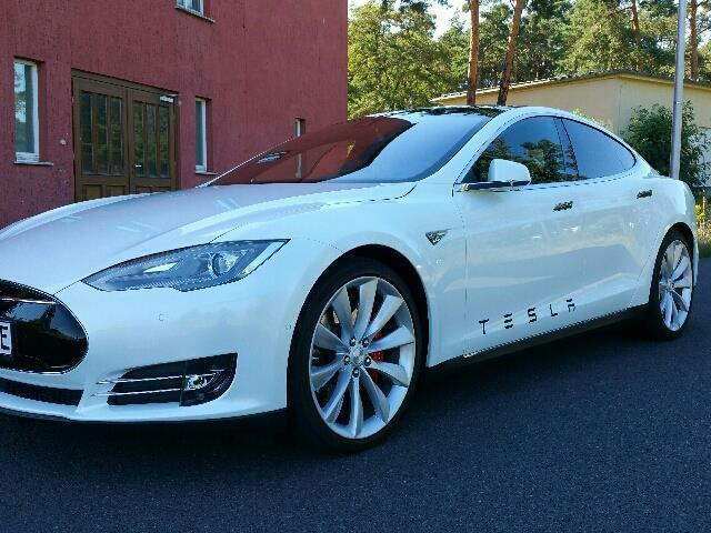 verkauft tesla model s dual motor allr gebraucht 2015. Black Bedroom Furniture Sets. Home Design Ideas