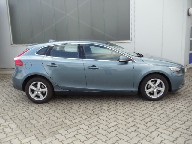 verkauft volvo v40 d2 kinetic pakete gebraucht 2012 km in potsdam. Black Bedroom Furniture Sets. Home Design Ideas